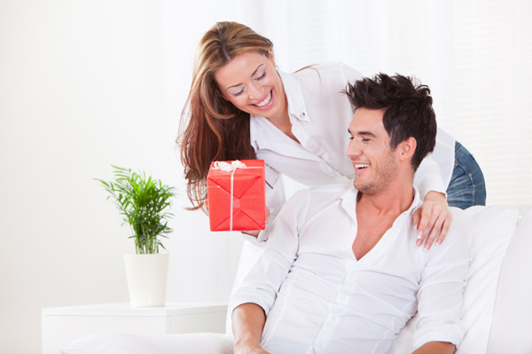 Mềm lòng với những món quà tặng chồng của bà vợ
