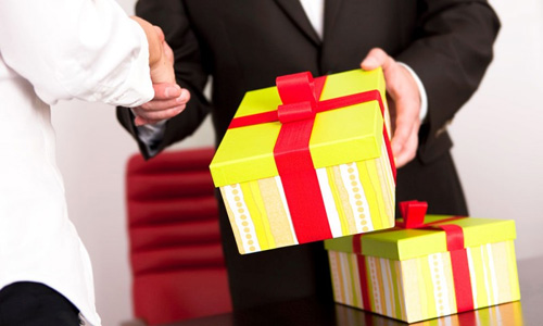 Những điều cần biết không thể bỏ qua khi tặng quà cho sếp Nam
