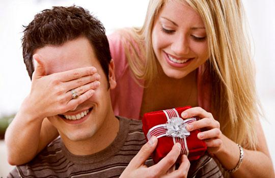 Gợi ý lựa chọn những món quà 14-2 ý nghĩa và thiết thực tặng chồng