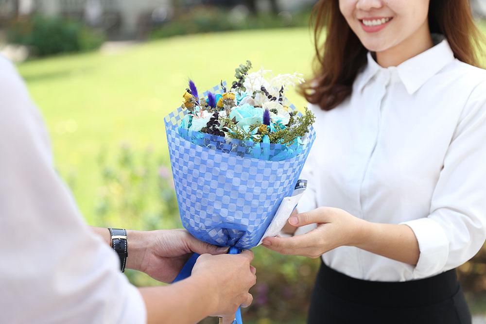 Kinh nghiệm chọn quà sinh nhật cho vợ yêu đơn giản, ý nghĩa, thiết thực