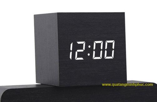 Đồng hồ LED vuông để bàn