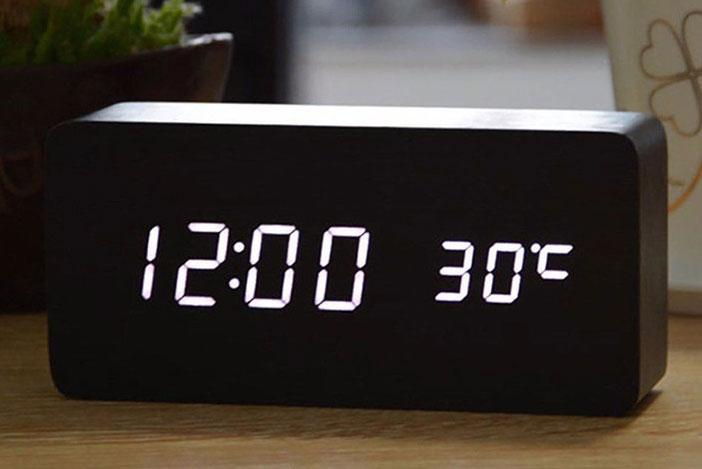 Đồng hồ LED hình chữ nhật để bàn