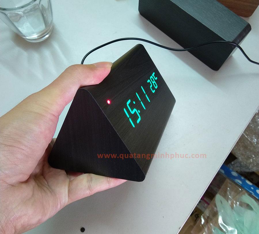 Đồng hồ led hình tam giác